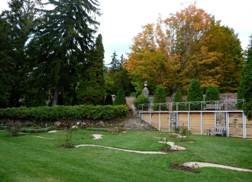 While the Peony Terraces could be considered to push forward into the lawn space, the Rose Garden, shown here, appears carved out of the hillside.  The grade is almost completely flat, the better to exhibit the curvy gravel paths and rose beds to viewers from above.  (The pattern is said to be reminiscent of the floral pattern on a Chinese painted plate.)  Everywhere on this property is evidence of how the land is sculpted in the service of spacemaking.